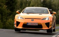 Una vuelta de record con el Lexus LFA
