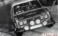 Salvador Serviá con su SEAT 1430/1.800 Grupo 4 a su paso por el Turini en el Rallye de Montecarlo de 1977.
