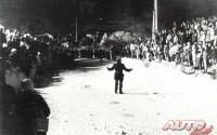 En lo alto del Col de Turini, la guerra de bolas entre los aficionados franceses y los tiffosi italianos es lo habitual, aunque siempre predomina la afición y el buen ambiente.