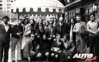 La expedición del Pub Seis Peniques en el Rallye de Montecarlo 1977 reunió a 70 personas. En la foto, algunos de sus integrantes.