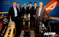 De izquierda a derecha: Philippe Sinault (Signatech), Carlos Tavares (Renault), Didier Calmels (Signatech), Pierre Ragues (Piloto), Nelson Panciatici (Piloto) y Bernard Ollivier (Alpine-Caterham).