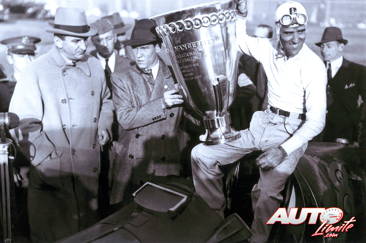 Tazio Nuvolari obtuvo la victoria en la Vanderbilt Cup Race de 1938.