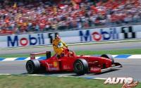 Al finalizar el GP de Alemania de 1997, disputado en el circuito de Hockenheim, Giancarlo Fisichella volvió a boxes montado sobre el Ferrari F310B de Michael Schumacher. El piloto italiano había sufrido una avería en su monoplaza Jordan-Peugeot 197 a cinco vueltas de la bandera de cuadros.