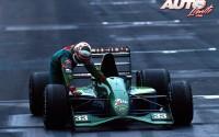 Andrea De Cesaris tuvo que empujar su Jordan 191-Ford HB4 V8 para cruzar la meta en cuarta posición del Gran Premio de México de 1991, disputado en el Autódromo Hermanos Rodríguez de Ciudad de México.