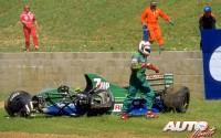 """Durante el Gran Premio de Gran Bretaña de 1991 (Silverstone), Andrea de Cesaris sufría un espectacular accidente al volante de su Jordan 191-Ford V8. Afortunadamente el piloto italiano no sufría daños físicos, pero se bajaba del coche con la sensación de """"haberla liado parda""""."""
