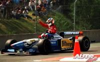 Jean Alesi (Ferrari 412T2 V12) logró su primera y única victoria en Fórmula 1 en el Gran Premio de Canadá de 1995, disputado en el circuito Gilles Villeneuve de Montreal. Lo que no imaginaba el piloto francés es que volvería hasta los bóxes a bordo del Benetton B195-Renault V10 de Michael Schumacher.