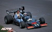 Durante el Gran Premio de Italia de 1975, disputado en Monza, Jean Pierre Jarier subió a bordo de su Shadow DN7-Matra V12 a Jacques Laffite (Williams FW04-Ford V8). El piloto francés se quitó el casco y dejó que el viento le refrescara la cara, quizá tratando de dar unas nuevas instrucciones de pilotaje a su compatriota.