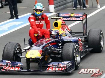 Fernando Alonso se subió sobre el pontón del Red Bull RB7 de Mark Webber al finalizar el GP de Alemania de 2011, disputado en el circuito de Nürburgring.