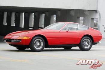 Ferrari-365-GTB-4-Daytona-Berlinetta_1971