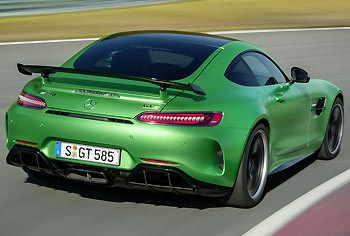 02_Mercedes-AMG-GT-R