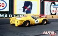 Ferrari 412 P pilotado por Willy Mairesse y Jean Beurlys durante el Gran Prix de Spa-Francorchamps de 1967.