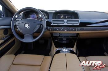 01_La-guerra-de-los-botones_BMW-760Li_2003