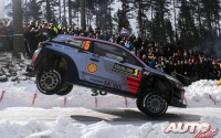 Thierry Neuville, al volante del Hyundai i20 Coupé WRC, durante el Rallye de Suecia 2017, puntuable para el Campeonato del Mundo de Rallyes WRC.
