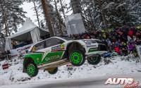 Pontus Tidemand, al volante del Skoda Fabia R5 WRC2, durante el Rallye de Suecia 2017, puntuable para el Campeonato del Mundo de Rallyes WRC2.