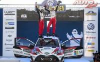 Jari-Matti Latvala y Miikka Anttila celebrando su victoria en el Rallye de Suecia 2017, puntuable para el Campeonato del Mundo de Rallyes WRC.