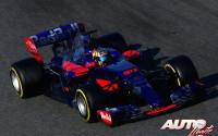 Carlos Sainz Jr, al volante del Toro Rosso-Renault STR12, durante los entrenamientos de pretemporada disputados en el Circuito de Montmeló.