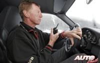 Walter Röhrl, al volante de un Porsche 911 Carrera 4S, participando en un curso de conducción sobre hielo de la Escuela Porsche en 2004.