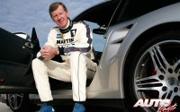 Walter Röhrl junto al Porsche 911 Turbo de la Serie 997 en 2007.