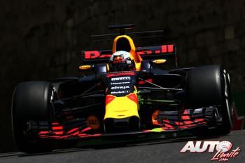 01_Daniel-Ricciardo_Red-Bull_GP-Azerbaiyan-2017