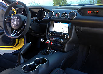 26_Ford-Mustang-Shelby-GT350R_prueba
