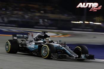 01_Lewis-Hamilton_Mercedes_GP-Singapur-2017