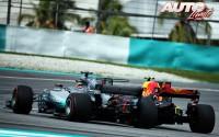 04_Max-Verstappen_Lewis-Hamilton_GP-Malasia-2017