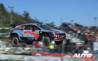Hayden Paddon, al volante del Hyundai i20 Coupé WRC, durante el Rally de Portugal 2018, puntuable para el Campeonato del Mundo de Rallies WRC.
