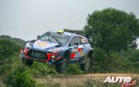 Andreas Mikkelsen, al volante del Hyundai i20 Coupé WRC, durante el Rally de Italia 2018, puntuable para el Campeonato del Mundo de Rallies WRC.