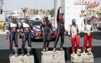 Podio del Rally de Italia 2018, puntuable para el Campeonato del Mundo de Rallies WRC 2018. De izquierda a derecha: Julien Ingrassia y Sébastien Ogier (Ford), Nicolas Gilsoul con Thierry Neuville (Hyundai) y Jane Ferm junto a Esapekka Lappi (Toyota).