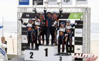 Podio del Rally de Portugal 2018, puntuable para el Campeonato del Mundo de Rallies WRC 2018. De izquierda a derecha: Daniel Barrit y Elfyn Evans (Ford), Nicolas Gilsoul, Scott Noh y Thierry Neuville (Hyundai) y Mikko Markkula junto a Teemu Suninen (Ford).