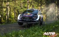 Elfyn Evans, al volante del Ford Fiesta WRC, durante el Rally de Finlandia 2018, puntuable para el Campeonato del Mundo de Rallies WRC.