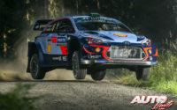 Hayden Paddon, al volante del Hyundai i20 Coupé WRC, durante el Rally de Finlandia 2018, puntuable para el Campeonato del Mundo de Rallies WRC.