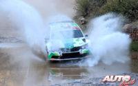 Benito Guerra, al volante del Skoda Fabia R5 WRC2, durante el Rally de México 2019, puntuable para el Campeonato del Mundo de Rallies WRC2.