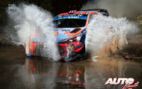 Andreas Mikkelsen, al volante del Hyundai i20 Coupé WRC, durante el Rally de México 2019, puntuable para el Campeonato del Mundo de Rallies WRC.