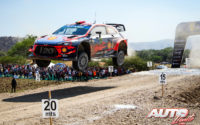 Thierry Neuville, al volante del Hyundai i20 Coupé WRC, durante el Rally de México 2019, puntuable para el Campeonato del Mundo de Rallies WRC.