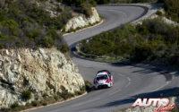 Kris Meeke, al volante del Toyota Yaris WRC, durante el Rally de Francia - Tour de Corse 2019, puntuable para el Campeonato del Mundo de Rallies WRC.