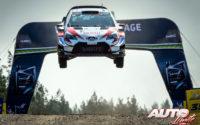 Jari-Matti Latvala, al volante del Toyota Yaris WRC, durante el Rally de Finlandia 2019, puntuable para el Campeonato del Mundo de Rallies WRC.