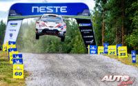 Ott Tänak, al volante del Toyota Yaris WRC, ganador del Rally de Finlandia 2019, puntuable para el Campeonato del Mundo de Rallies WRC.