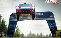 Thierry Neuville, al volante del Hyundai i20 Coupé WRC, durante el Rally de Finlandia 2019, puntuable para el Campeonato del Mundo de Rallies WRC.