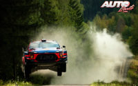 Andreas Mikkelsen, al volante del Hyundai i20 Coupé WRC, durante el Rally de Finlandia 2019, puntuable para el Campeonato del Mundo de Rallies WRC.