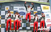 Podio del Rally de Alemania 2019, puntuable para el Campeonato del Mundo de Rallies 2019. De izquierda a derecha: Seb Marshall y Kris Meeke (Toyota), Martin Järveoja con Ott Tänak (Toyota) y Miikka Anttila junto a Jari-Matti Latvala (Toyota).