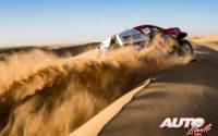 Giniel de Villiers, al volante del Toyota Hilux V8 4x4, durante el Rally Dakar 2020.