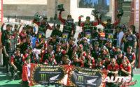 Los pilotos del equipo HRC Honda en el podio de la categoría de motos del Rally Dakar 2020. De izquierda a derecha: Kevin Benavides, Ricky Brabec, Joan Barreda y José Ignacio Cornejo sobre sus Honda CRF 450 Rally.