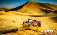Nasser Al-Attiyah, al volante del Toyota Hilux V8 4x4, durante el Rally Dakar 2020.