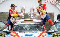 Jan Solans y Mauro Barreiro, celebrando la victoria junto a su Ford Fiesta R2 WRC3 de la categoría Junior WRC en el Rally de Gran Bretaña / Gales 2019. Los integrandes del equipo español (Rally Team Spain) se coronaban en la prueba británica como Campeones del Mundo de Rallies Junior WRC.