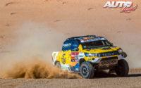 Jesús Calleja, al volante del Toyota Hilux V8 4x4, durante el Rally Dakar 2020.