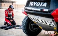 Fernando Alonso debía trabajar también sobre la mecánica de su Toyota Hilux V8 4x4 durante el Rally Dakar 2020.