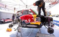 Asistencia del equipo MINI X-Raid durante una de las etapas del Rally Dakar 2020.