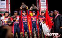 Podio del Rally Dakar 2020 en la categoría de coches. De izquierda a derecha: Matthieu Baumel y Nasser Al-Attiyah (Toyota), Lucas Cruz con Carlos Sainz (MINI) y Stéphane Peterhansel junto a Paulo Fiuza (MINI).