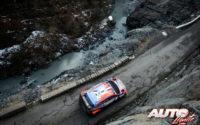 Sébastien Loeb, al volante del Hyundai i20 Coupé WRC, durante el Rally de Montecarlo 2020, puntuable para el Campeonato del Mundo de Rallies WRC.